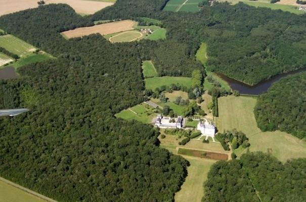 Le Chateau avec au loin le cynodrome